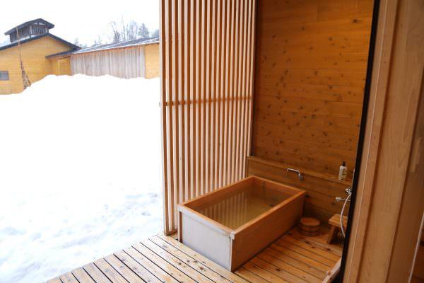 里山十帖の室内の風呂